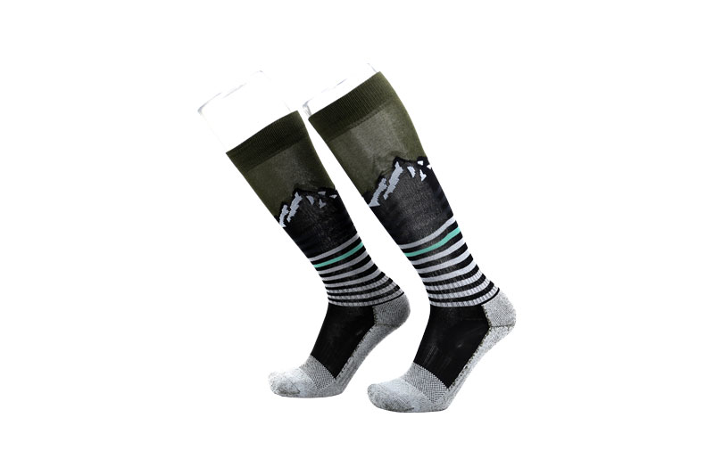 Performance white-green stripe ski socks